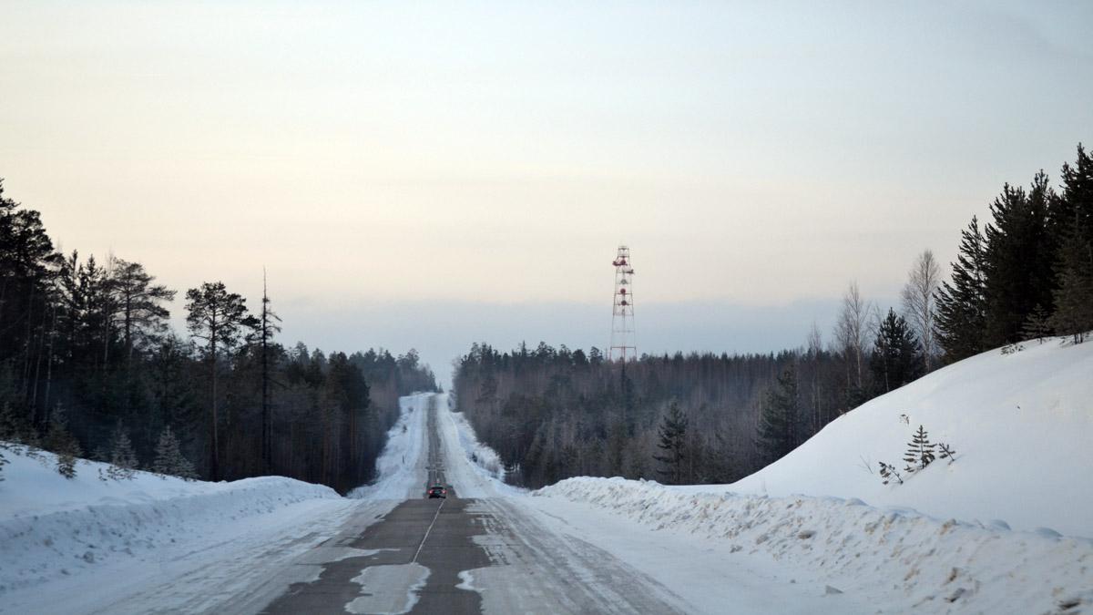 зимники кончились, едем вдоль трубы